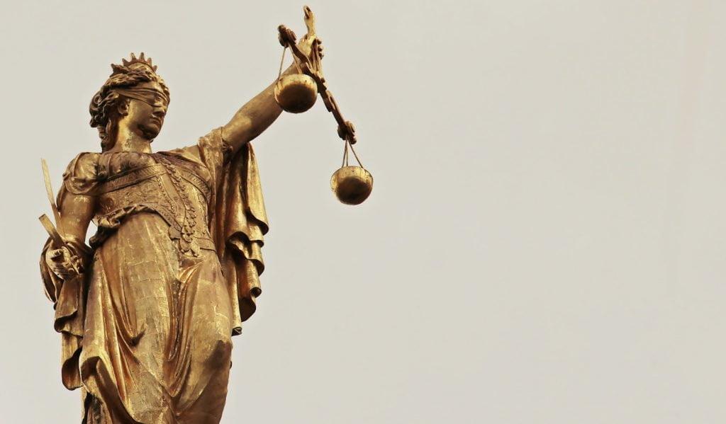 Суд зобов'язав НАБУ розслідувати політичне переслідування Порошенка 1