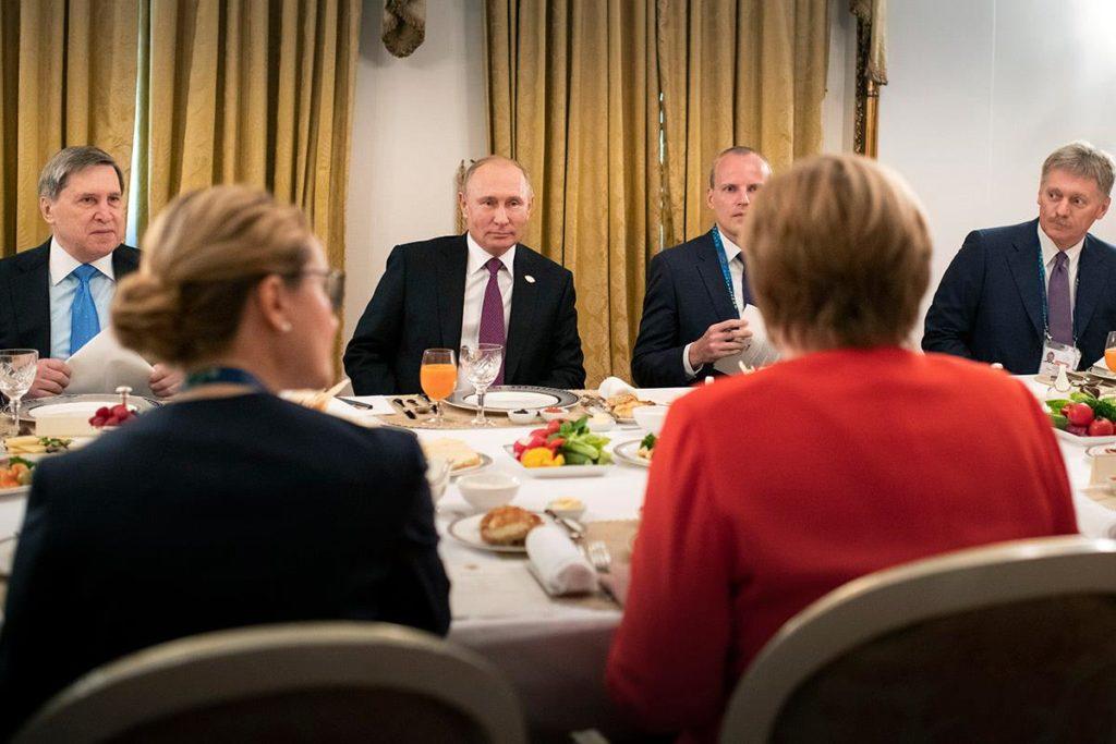 """Меркель, попри """"методи дестабілізації"""" Кремля, - """"за"""" діалог з Росією 1"""