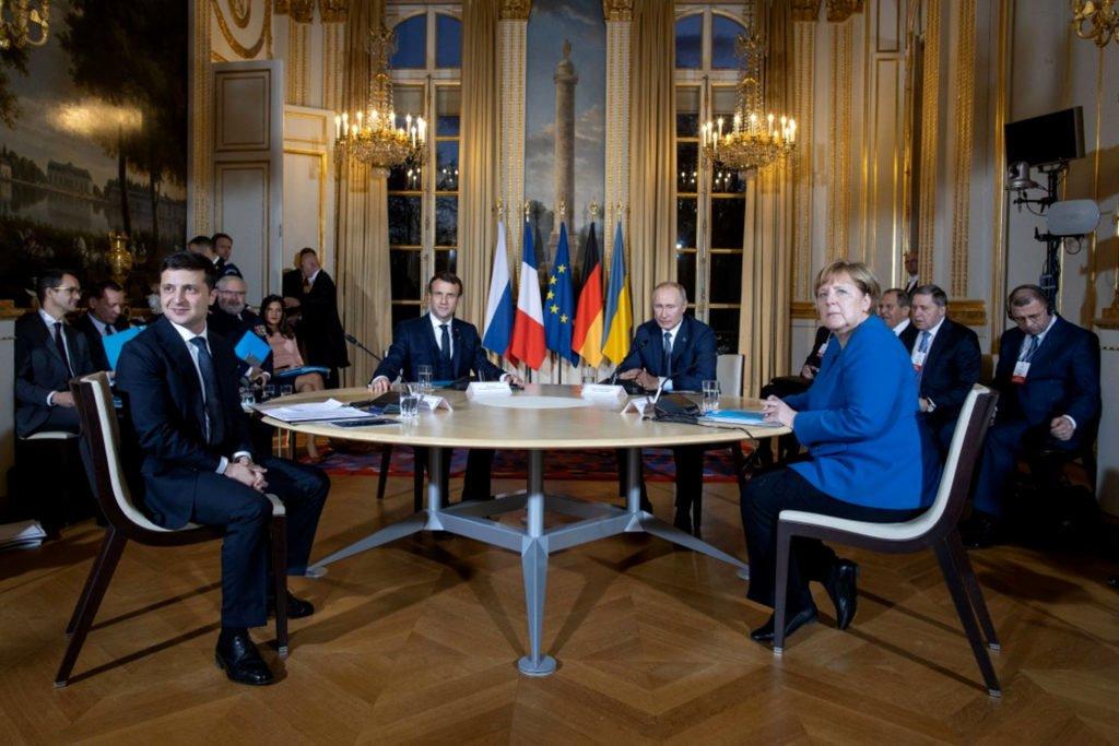 Нормандський неформат. Кремль домовляється про переговори з Меркель і Макроном 1