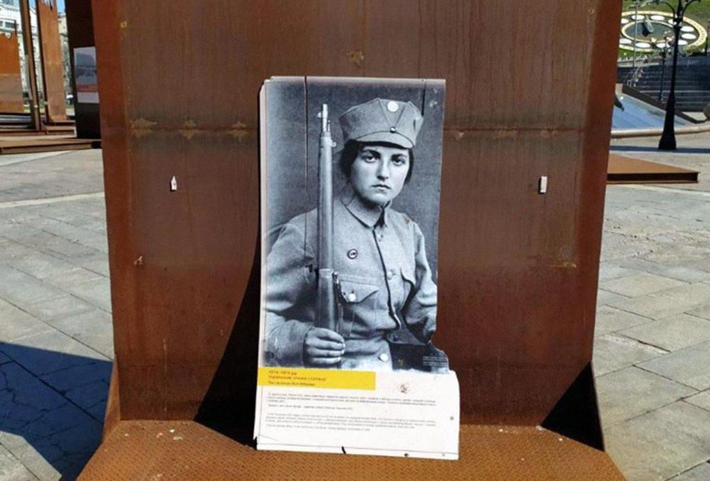 Вандали зруйнували виставку музею Революції Гідності 1