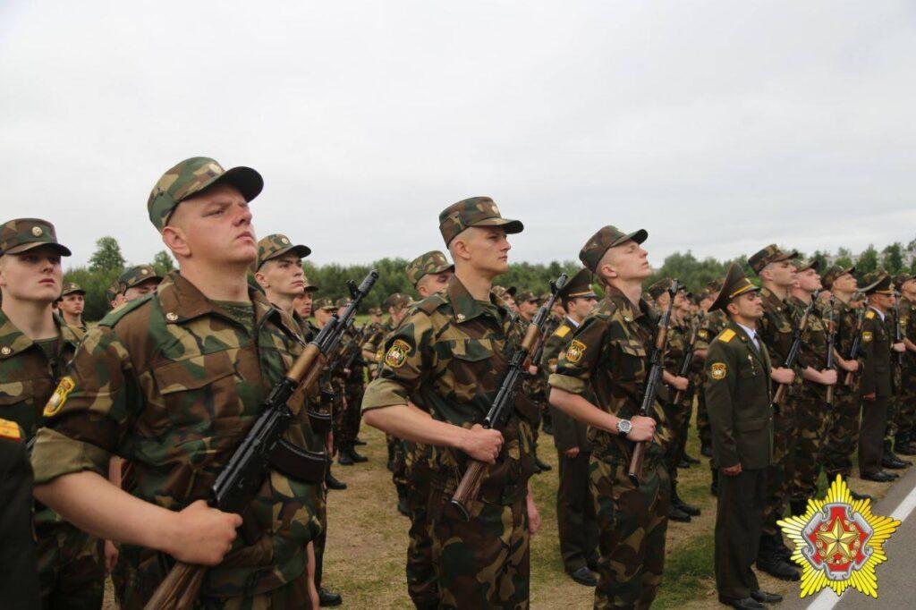 РФ відправляє у Білорусь сотні військових та техніку 1