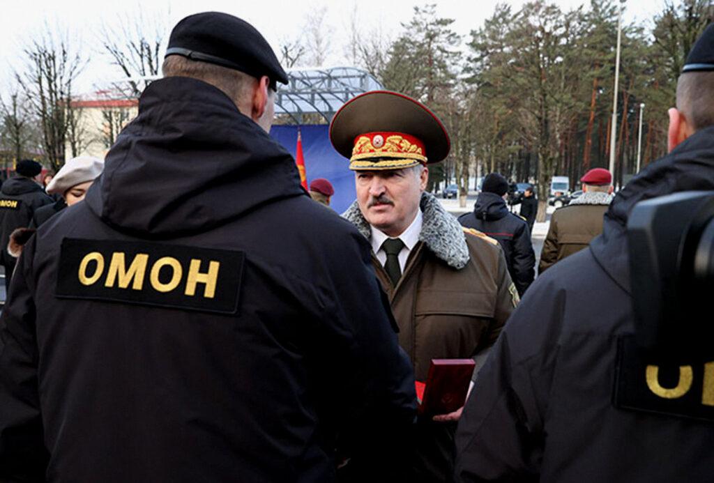 Лукашенка дозволив застосовувати бойову техніку проти протестувальників 9