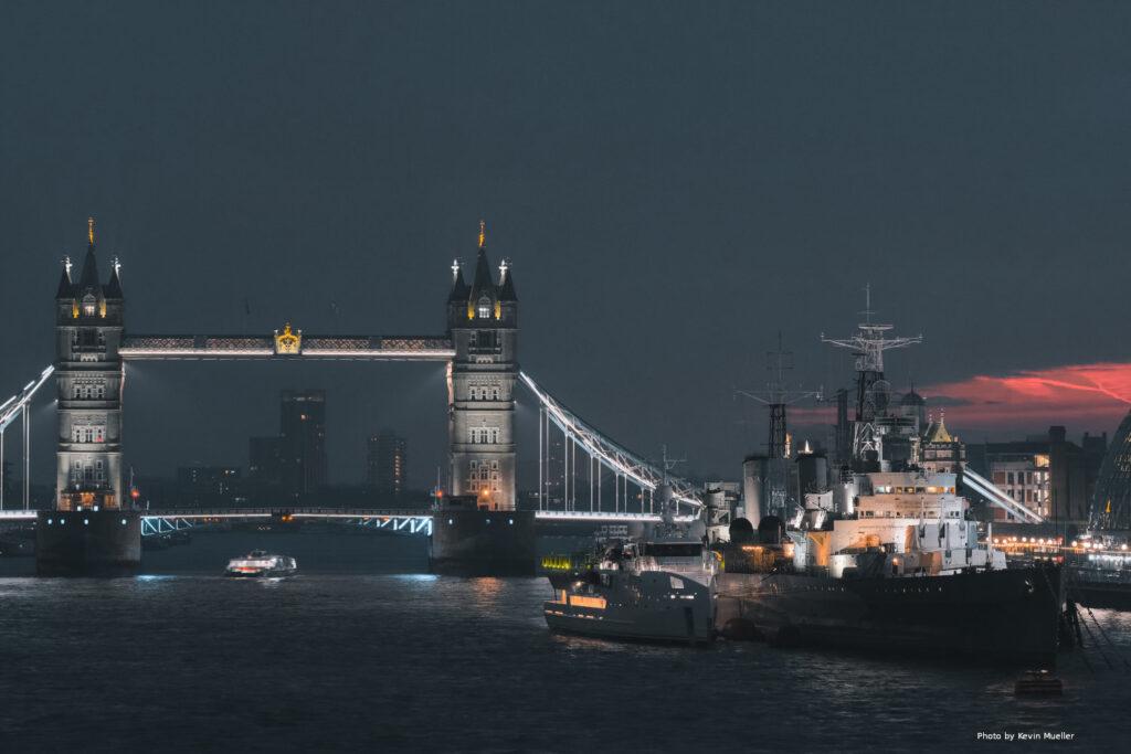 UK calls Putin's bluff: British warship sails through waters off occupied Crimea 8