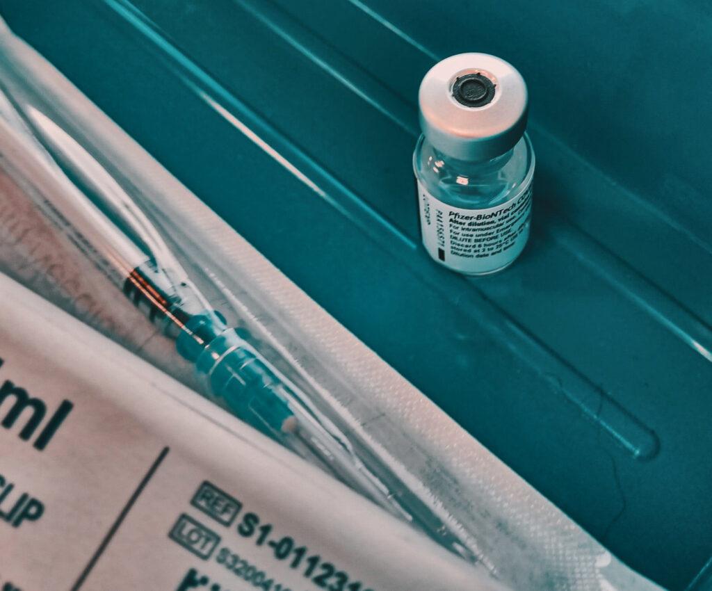 Свята. У Києві скасували масову вакцинацію у МВЦ 19-20 червня 14