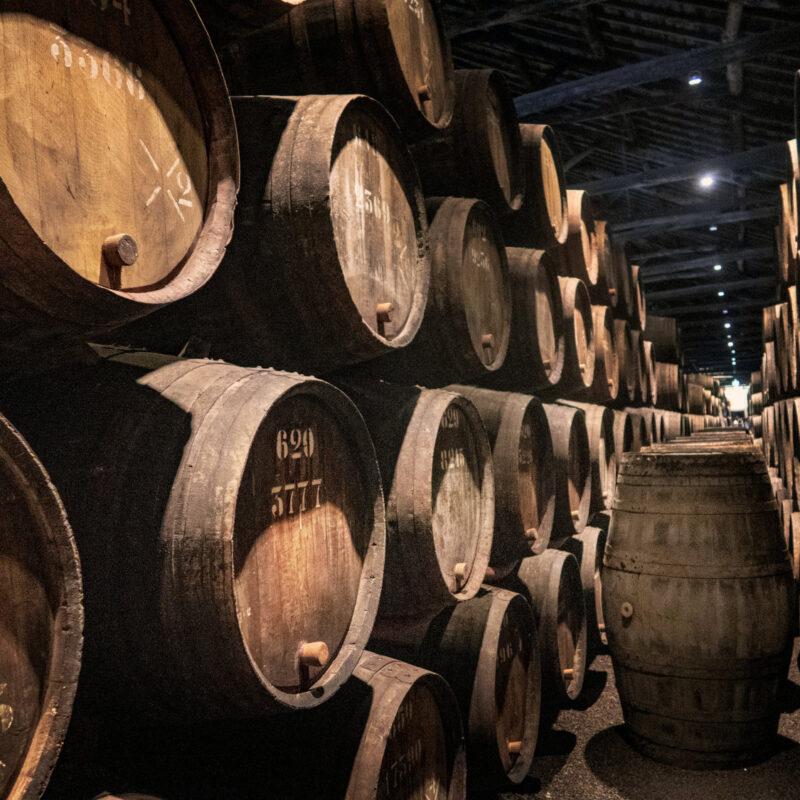 В Інституті хімії високомолекулярних сполук організували виробництво фальсифікованих алкогольних виробів 4