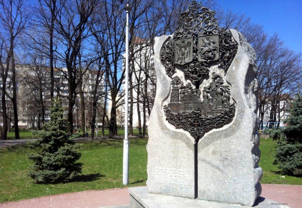 """Українська столиця позбулася """"шматка граніту"""" на честь дружби з Москвою 1"""